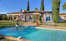 Grimaud Beauvallon- Belle villa provençale de plain pied avec échappée mer dans un domaine sécurisé de prestige