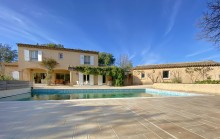 Provençal with beautiful volumes on land of 2400 m2 with swimming pool and possibility of plot detachment