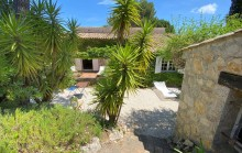 Sole agent - Charming single storey stone house in the heart of a green estate with swimming pool and tennis court