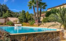 Superbe Mas provençal en pierre, à 5 minutes du beau village médiéval de Grimaud et des plages de Port Grimaud.